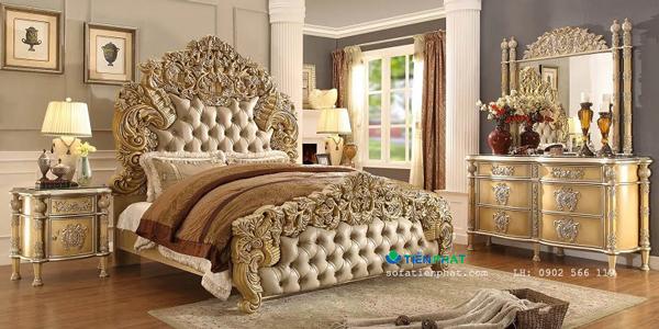 Giường ngủ hoàng gia phong cách Châu Âu mạ vàng.